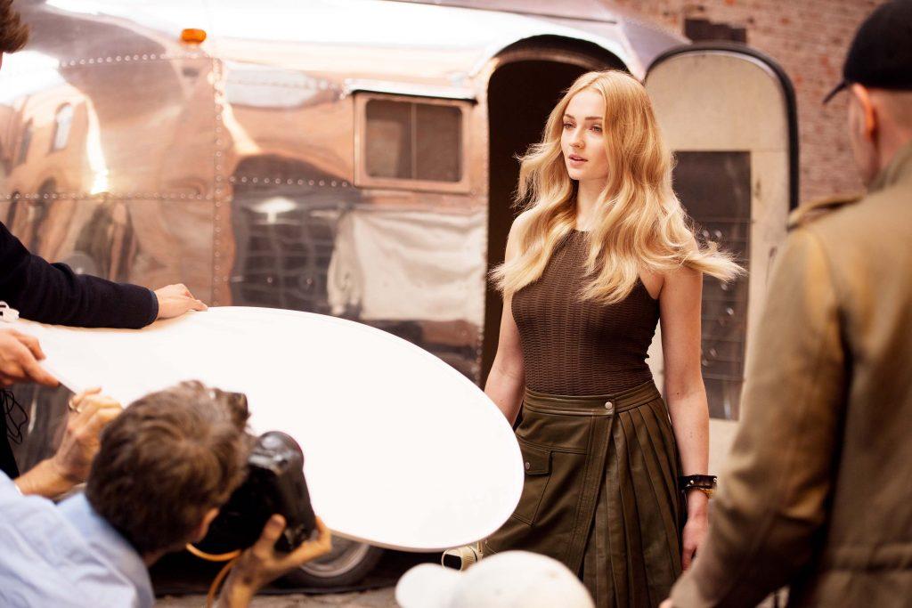 Sophie Turner tại buổi chụp hình cho thương hiệu Wella Professionals với vai trò Đại sứ Thương hiệu Toàn cầu.
