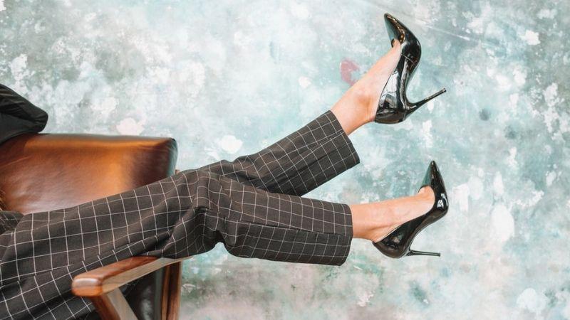 chiến dịch kutoo phản đối mang giày cao gót tại các công ty nhật bản