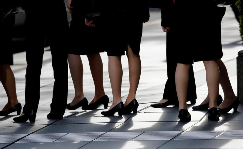 phong trào kutoo phản đối mang giày cao gót tại các công ty nhật bản