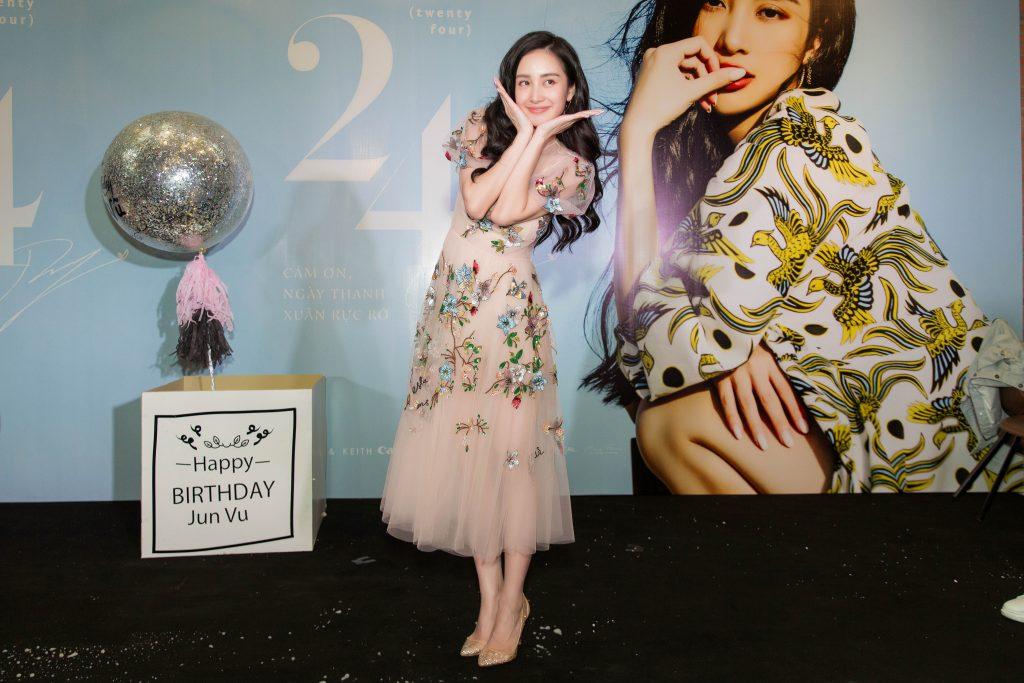 jun vũ ra mắt photobook 04