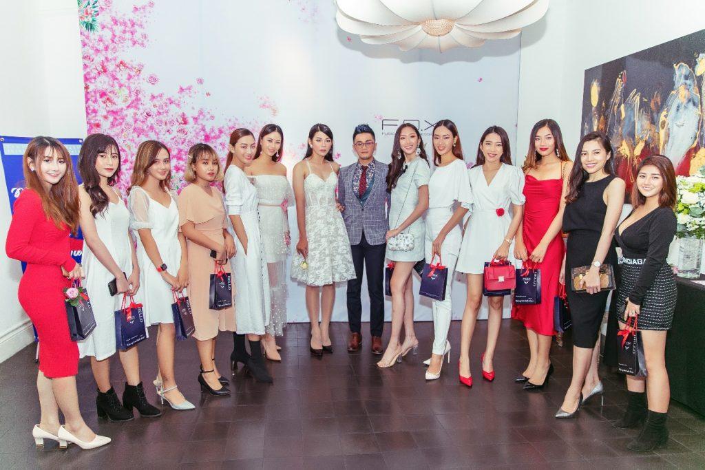 CEO F.O.X - Mr.Ash Chang chụp hình cùng các khách mời