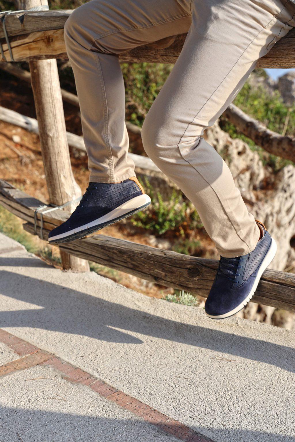 giày geox cho nam màu đen quần kaki màu kem