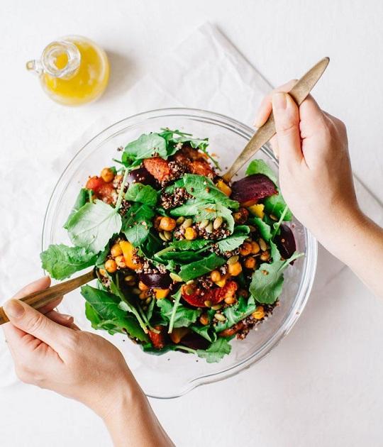 chăm sóc da - tô salad trộn