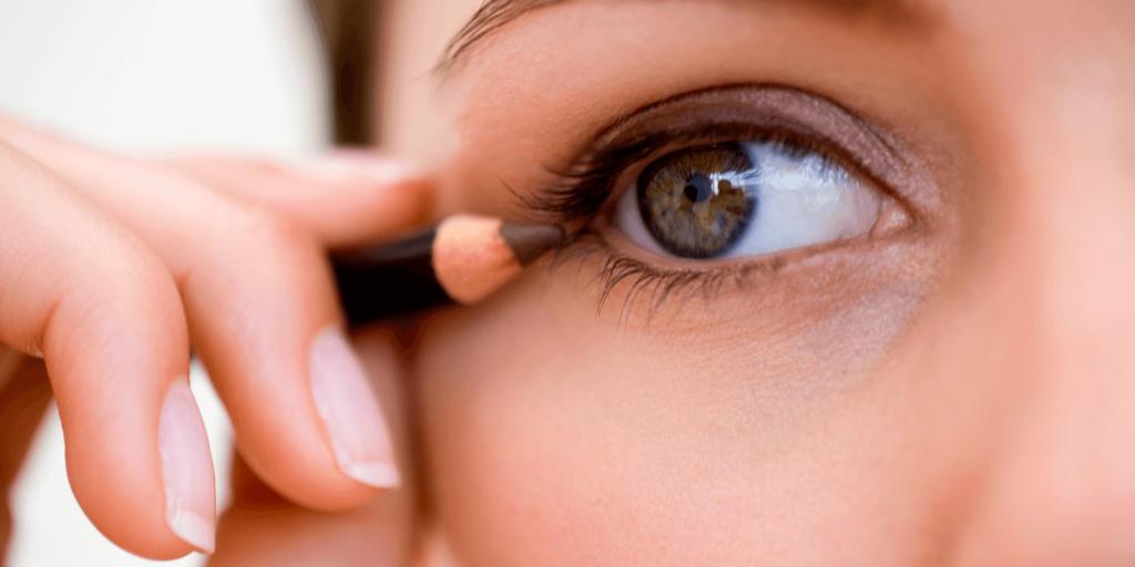trang điểm mắt với chì nâu