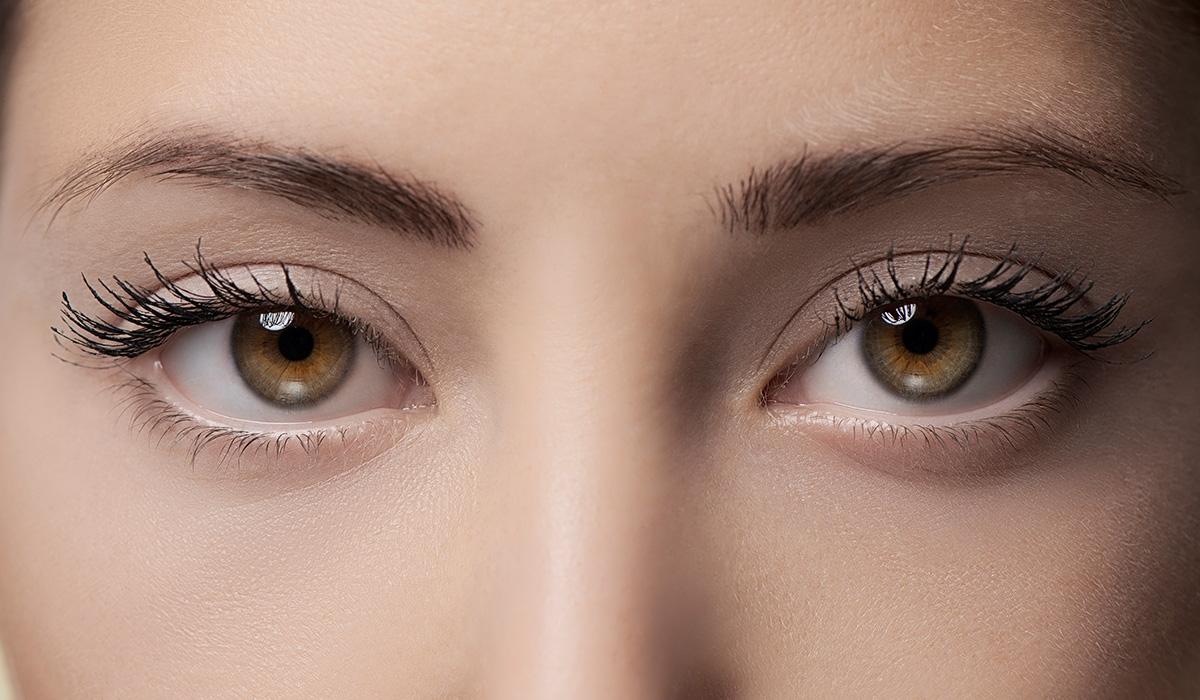 trang điểm mắt với lông mi dày