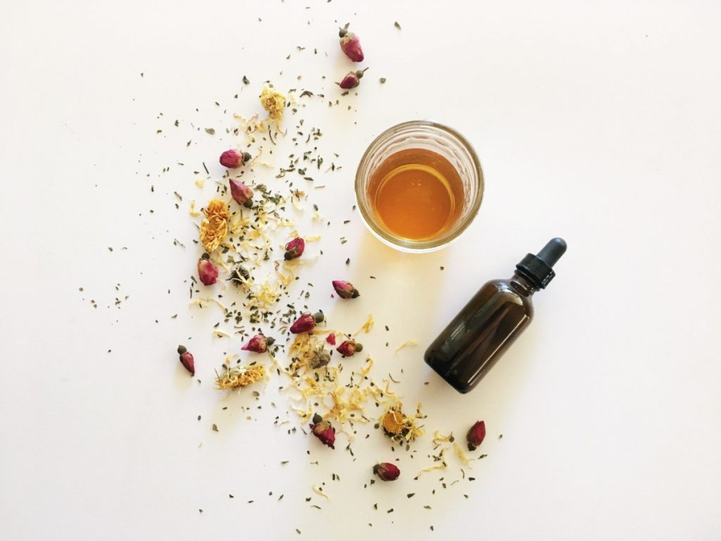 bí quyết làm đẹp từ tinh dầu hoa cúc Calendula