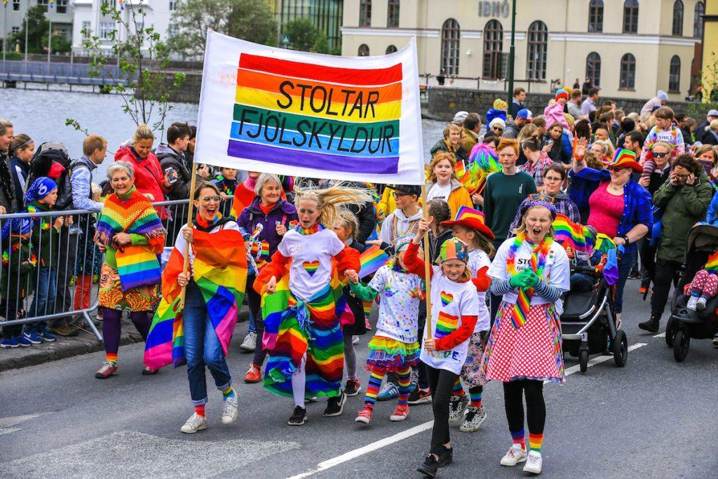 trẻ em iceland diễu hành pride 2018