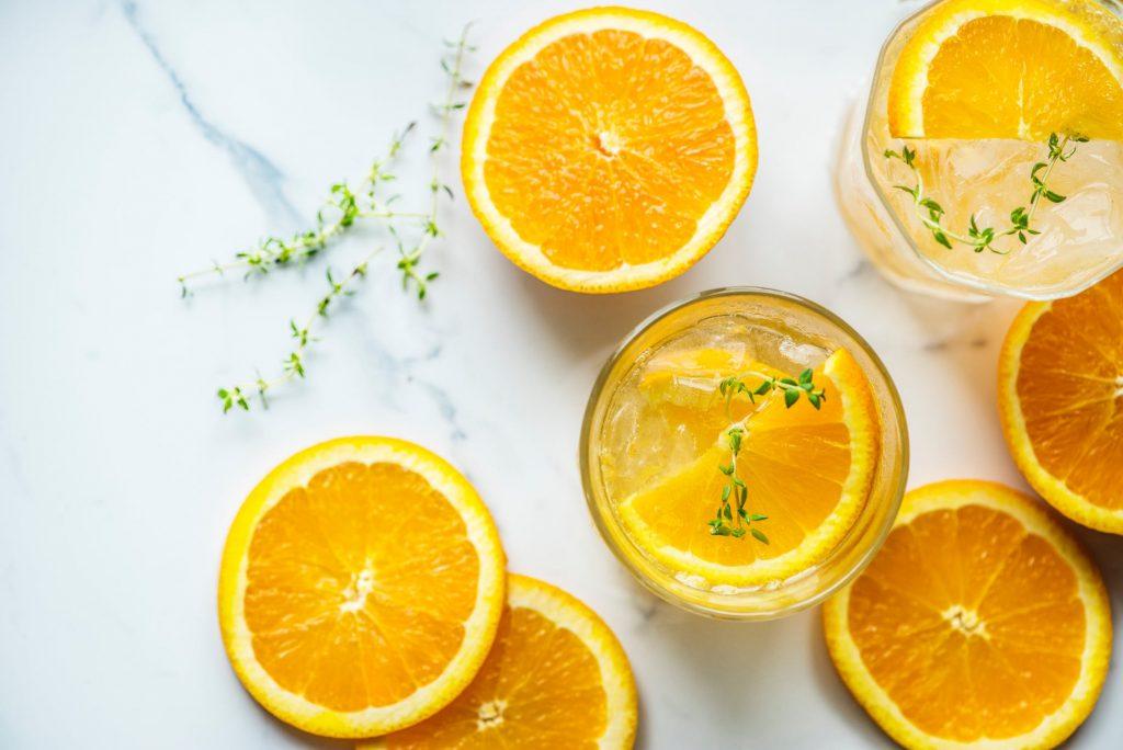 Cam là một trong những loại trái cây cung cấp nước, rất tốt để bổ sung trong những ngày nóng