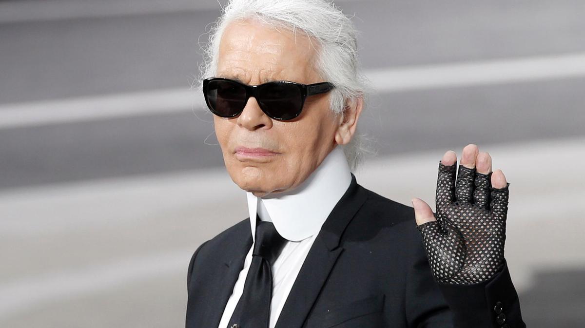 NTK Karl Lagerfeld vẫy tay chào