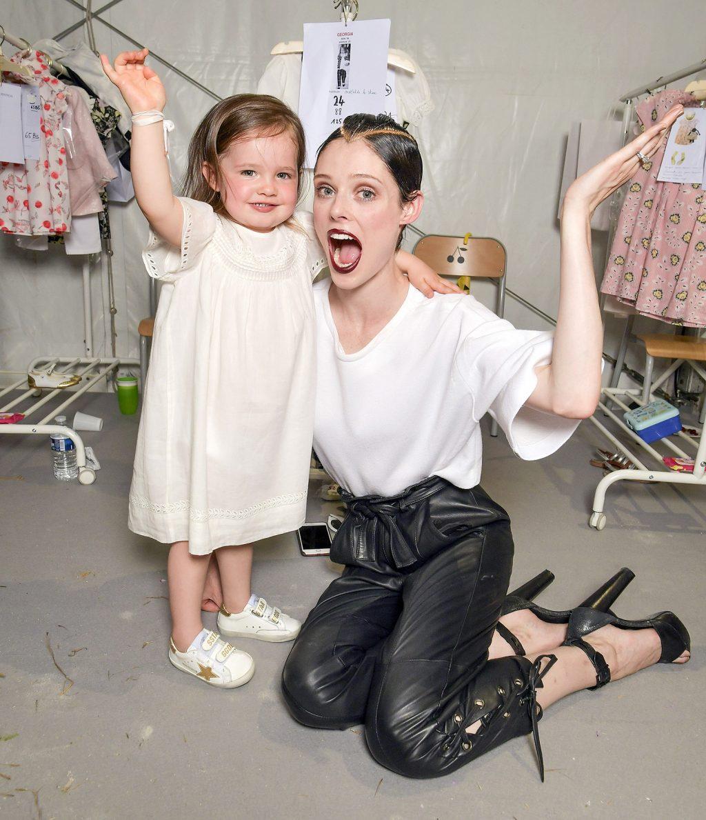 Coco Rocha và con gái Ioni tại tuần lễ thời trang paris