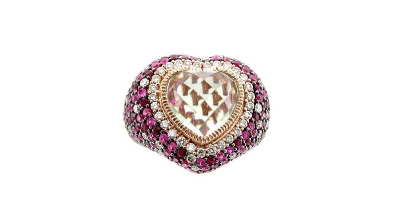 nhẫn hình trái tim của le vian jewelry