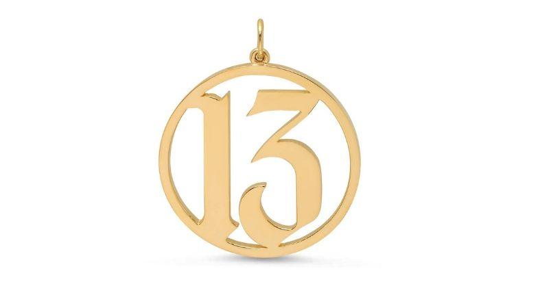mặt dây chuyền số 13 của ca sĩ taylor swift