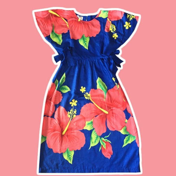 đầm hoa màu xanh ở cửa hàng west coast