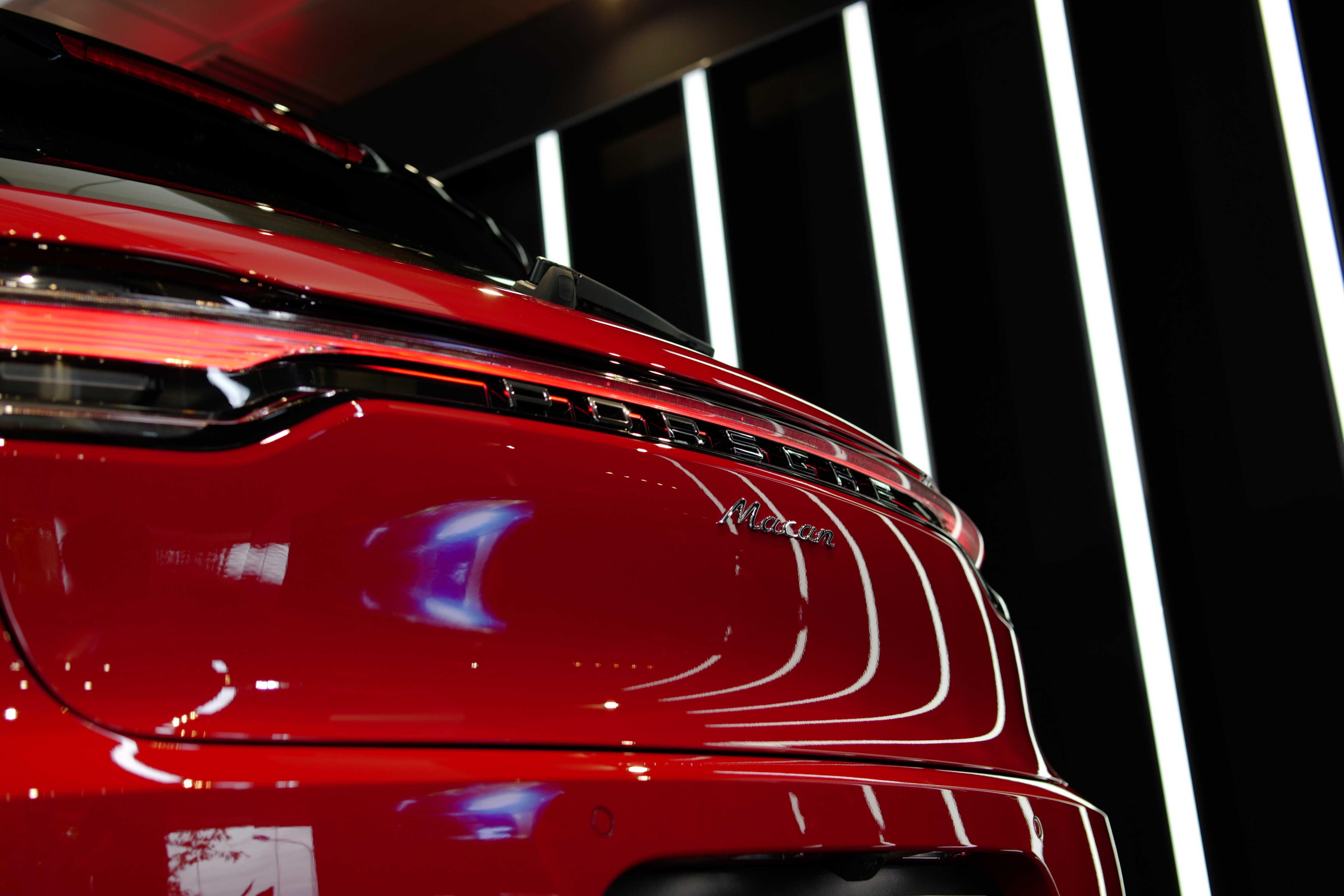 dài đèn LED đuôi xe porsche macan 2019