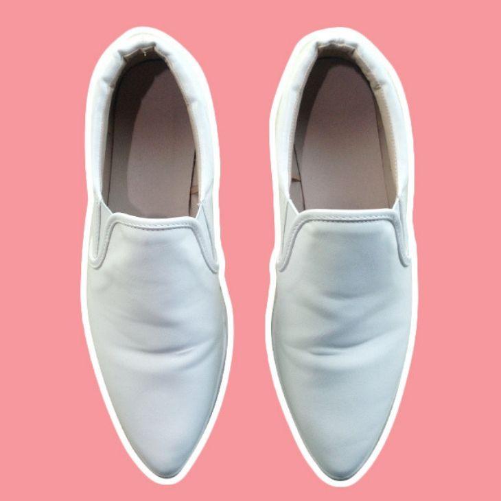 giày slip-on màu trắng ở GU