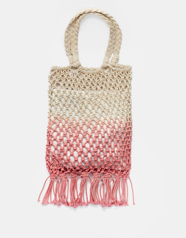 túi xách đan lưới màu hồng và trắng Stradivarius