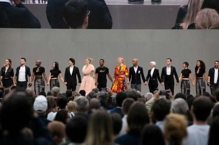 Kết thúc lễ tưởng nhớ Karl Lagerfeld là màn chào sân của các gương mặt nổi tiếng.