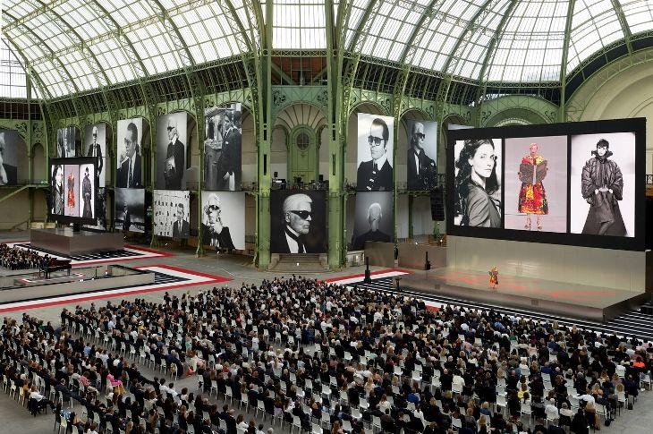 Lễ tri ân Karl Lagerfeld tại Grand Palais, Paris với sự góp mặt của gần 2,000 người.