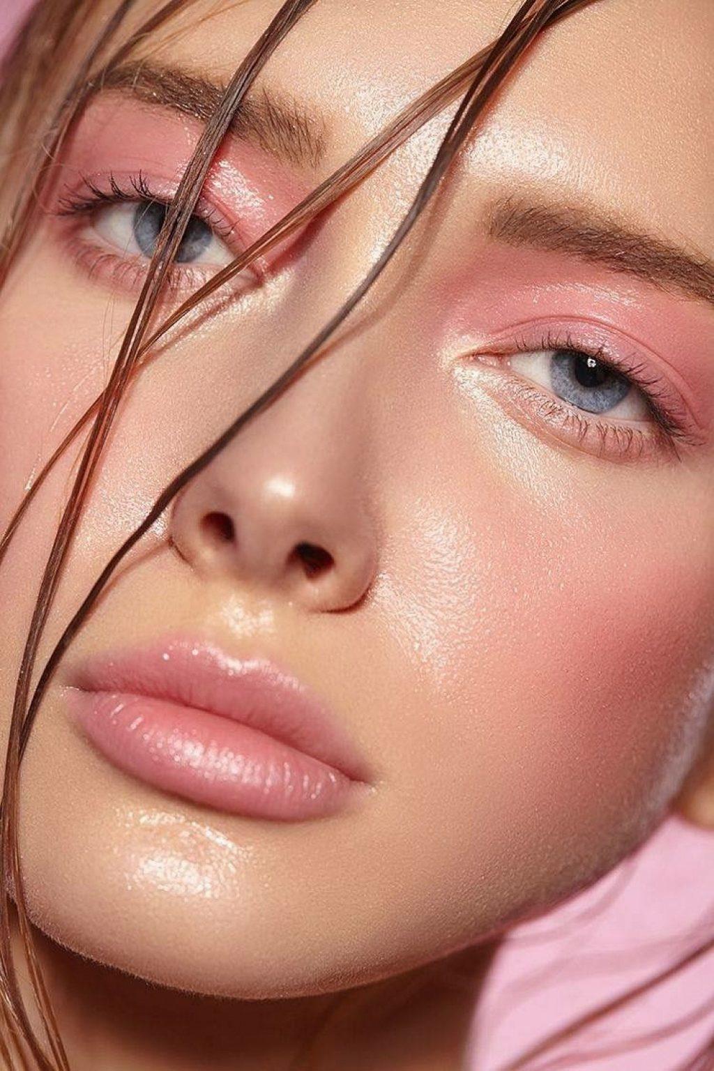 trang điểm theo màu mắt xanh với tông hồng nhạt
