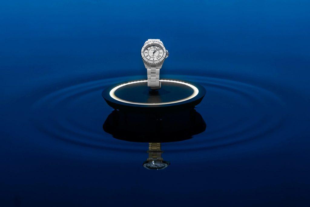 đồng hồ Chanel J12 màu trắng