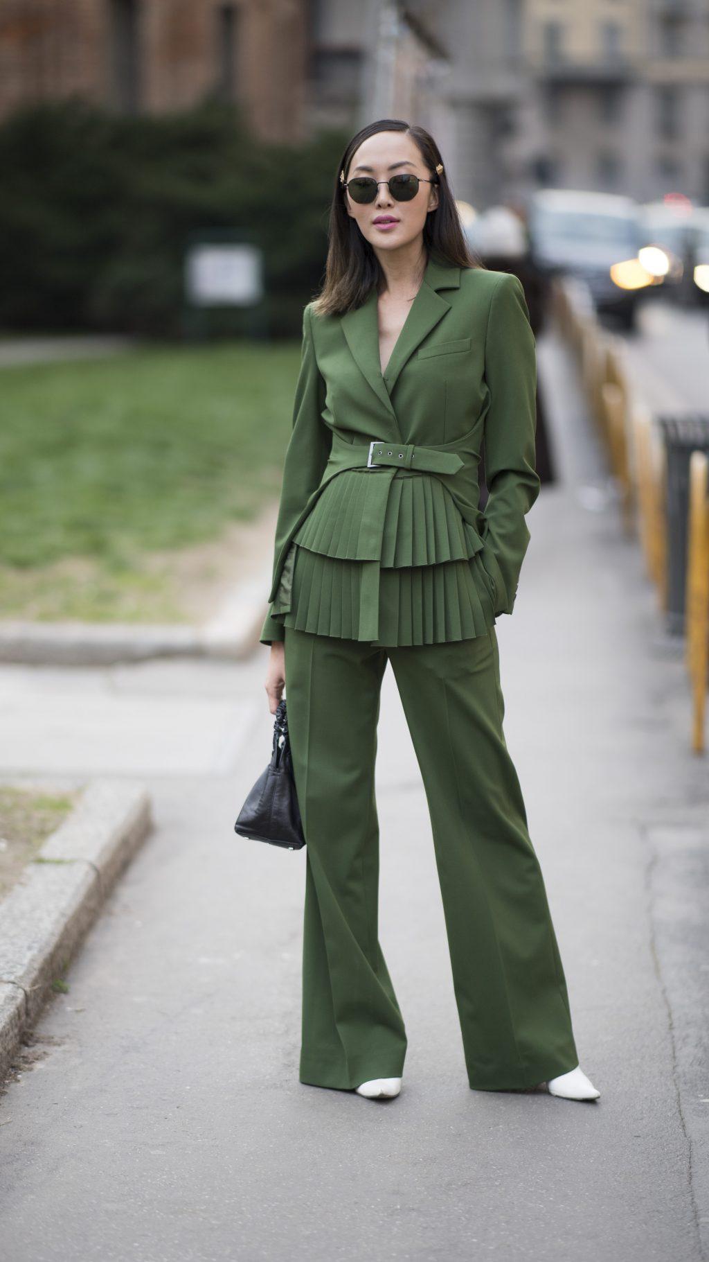 chriselle lim mặc âu phục màu xanh lá