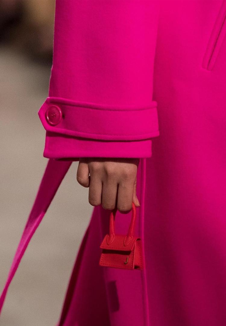 túi xách siêu nhỏ màu hồng Jacquemus