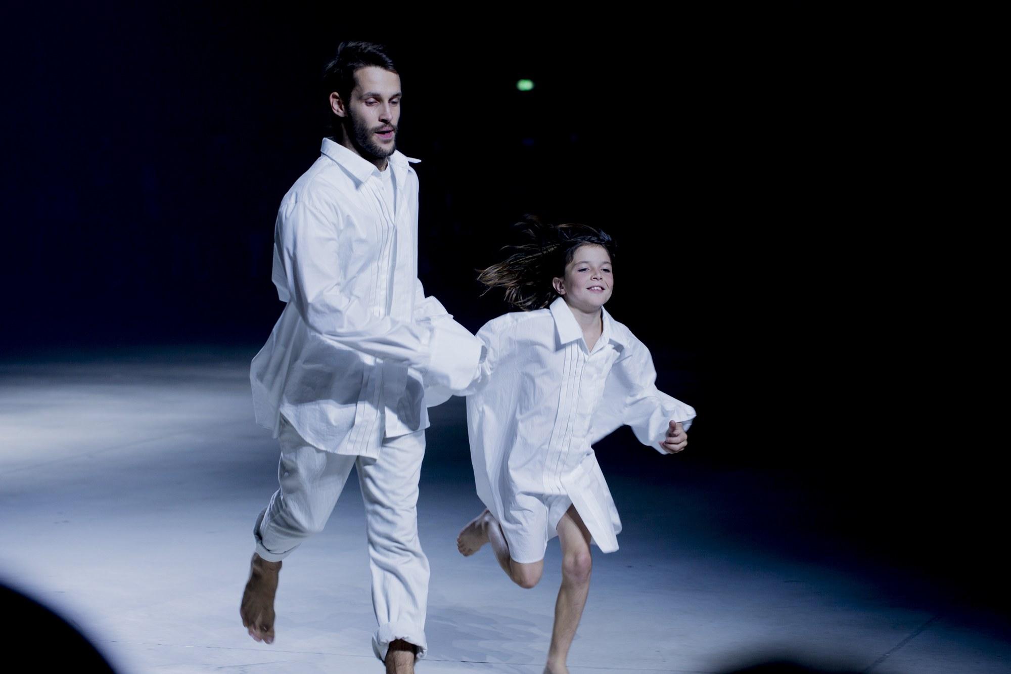 nhà thiết kế Jacquemus trên sàn diễn thời trang