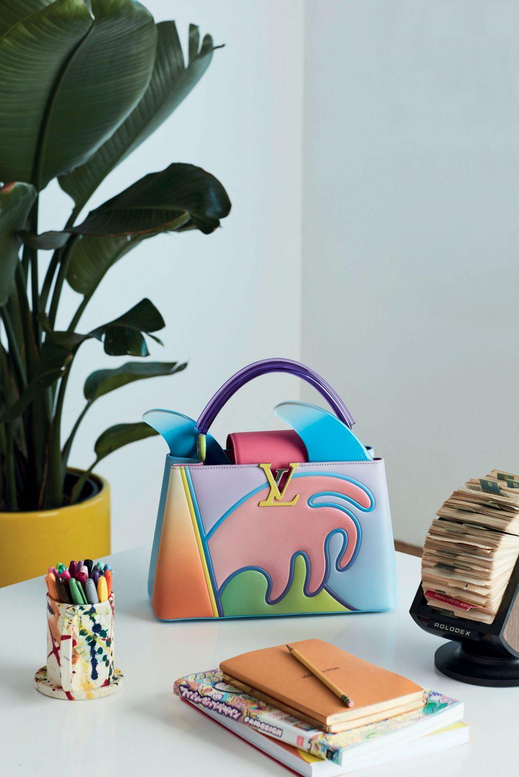 túi xách Louis Vuitton Capucines của Alex Israel