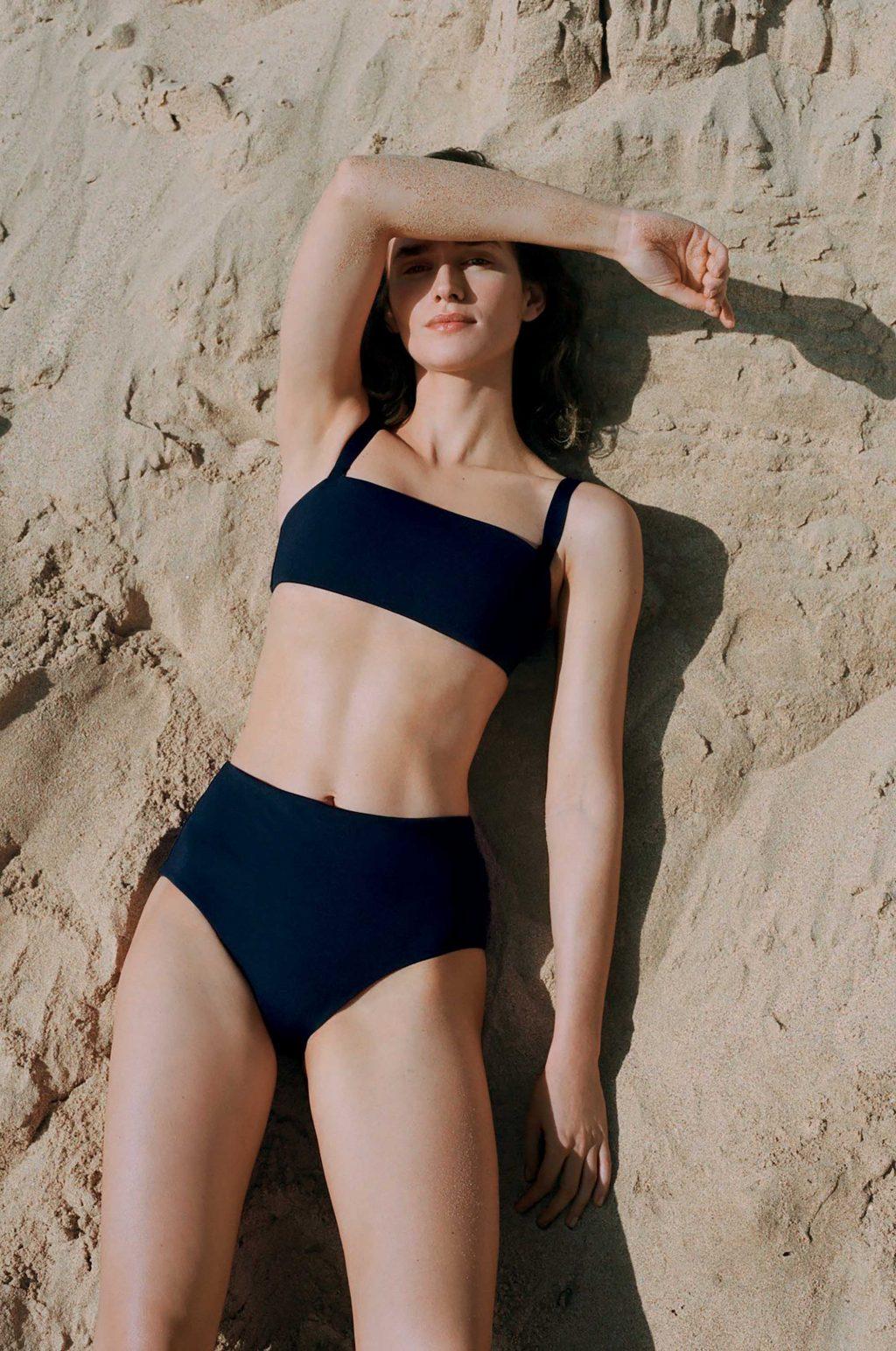 xu hướng thời trang đồ bơi tối giản