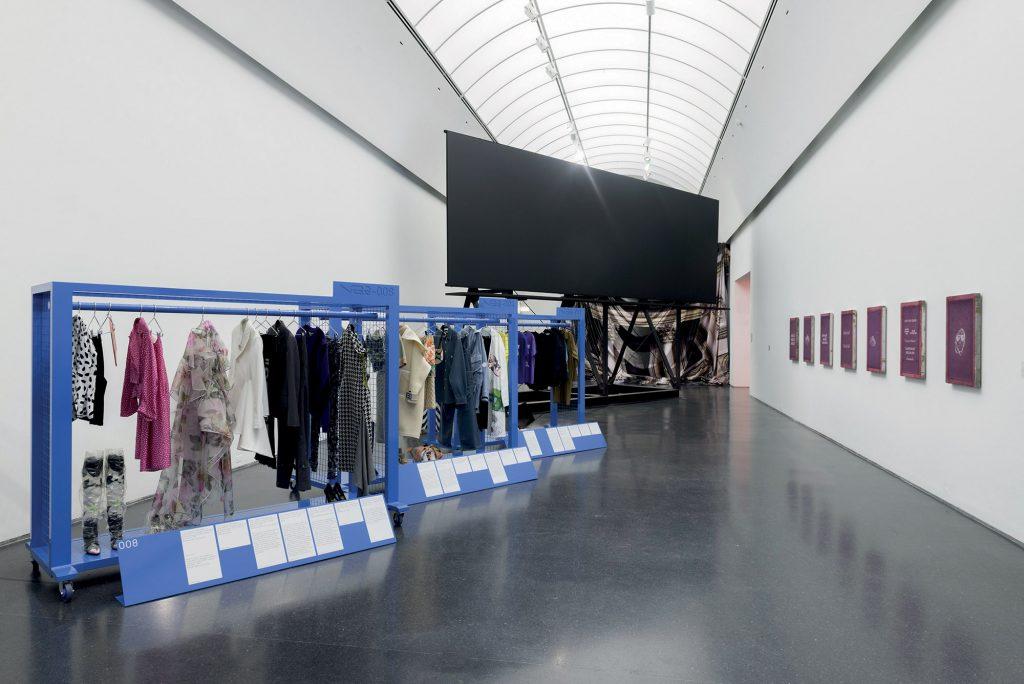 triển lãm của nhà thiết kế virgil abloh
