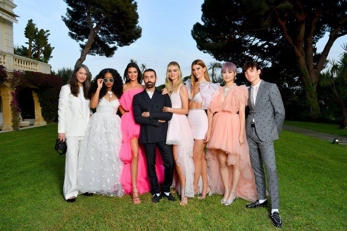 Kendall Jenner trong BST giambattista valli hợp tác với thương hiệu thời trang H&M