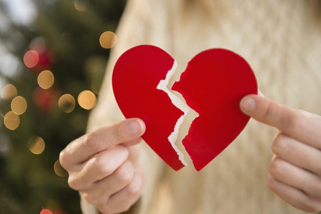 trái tim đỏ vỡ đôi