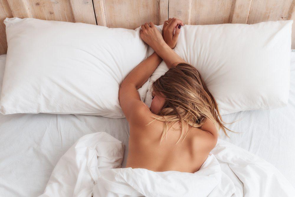 phụ nữ ngủ khỏa thân 02