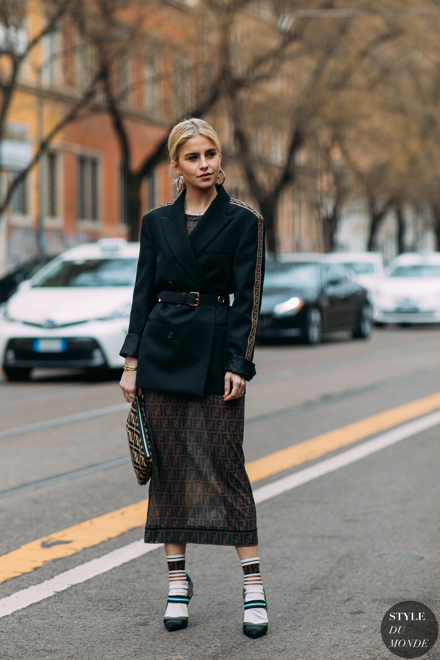 Caroline Daur vlazer thắt lưng đầm ôm Fendi tuần lễ thời trang milan