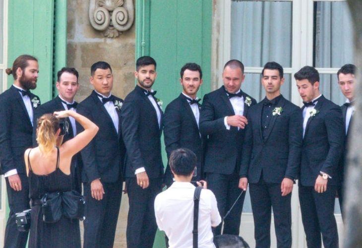 joe jonas cùng dàn rể phụ tại đám cưới lần thứ hai ở pháp