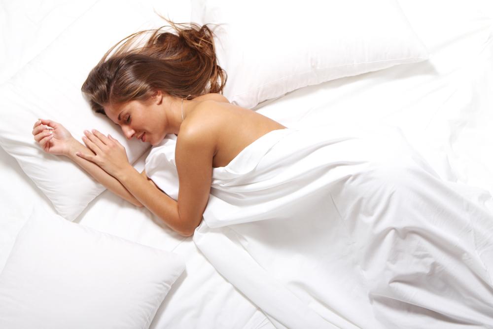 phụ nữ ngủ khỏa thân 07