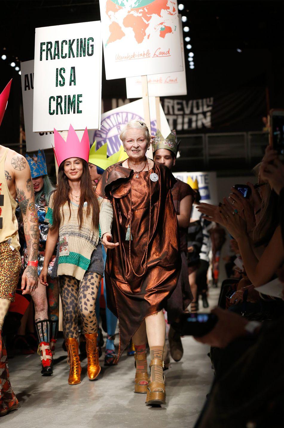 Vivienne Westwood với bộ sưu tập thể hiện phong cách sàn diễn Anh