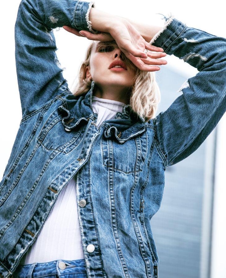 áo khoác denim màu xanh