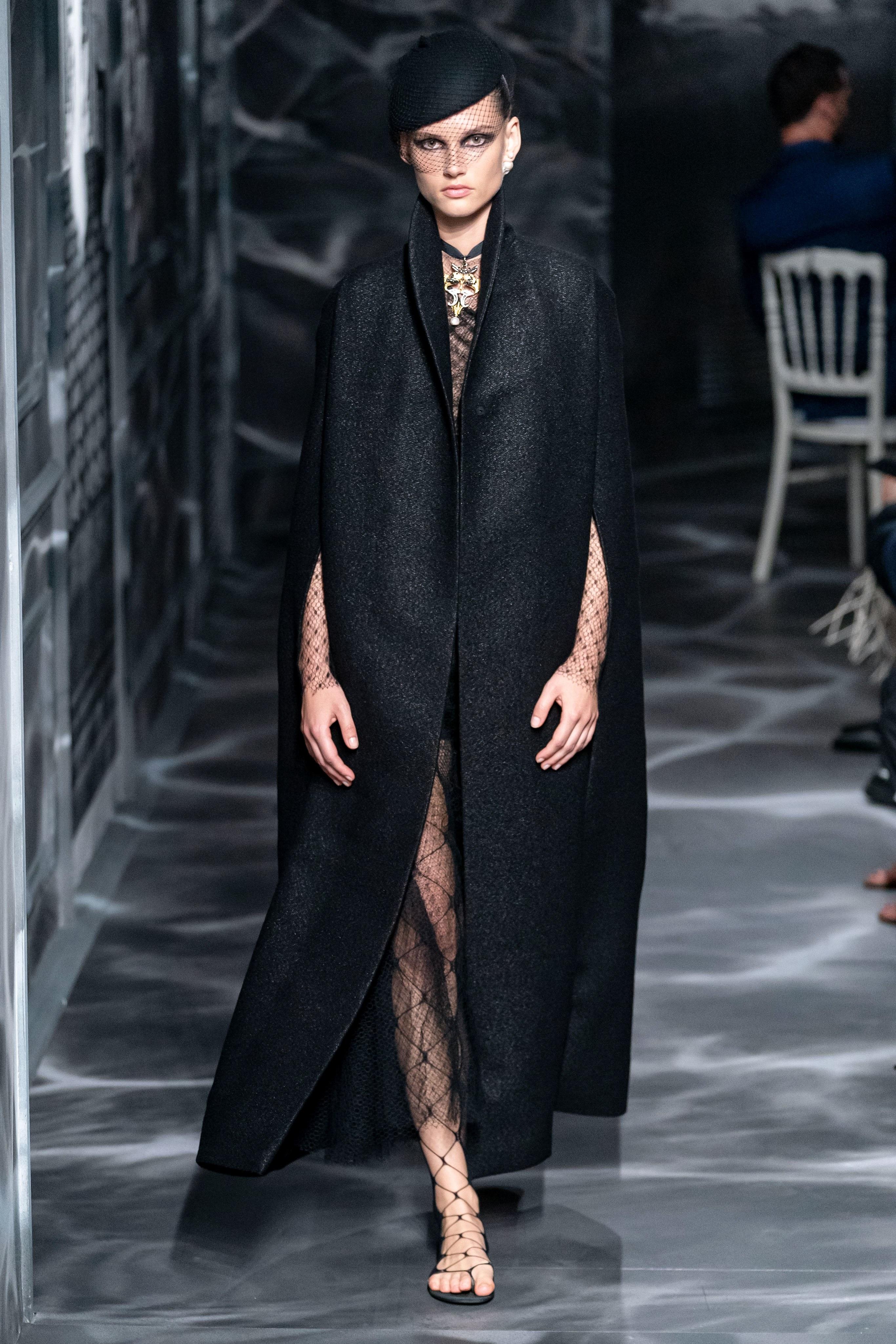 áo choàng dài bộ sưu tập Dior Haute Couture Thu 2019