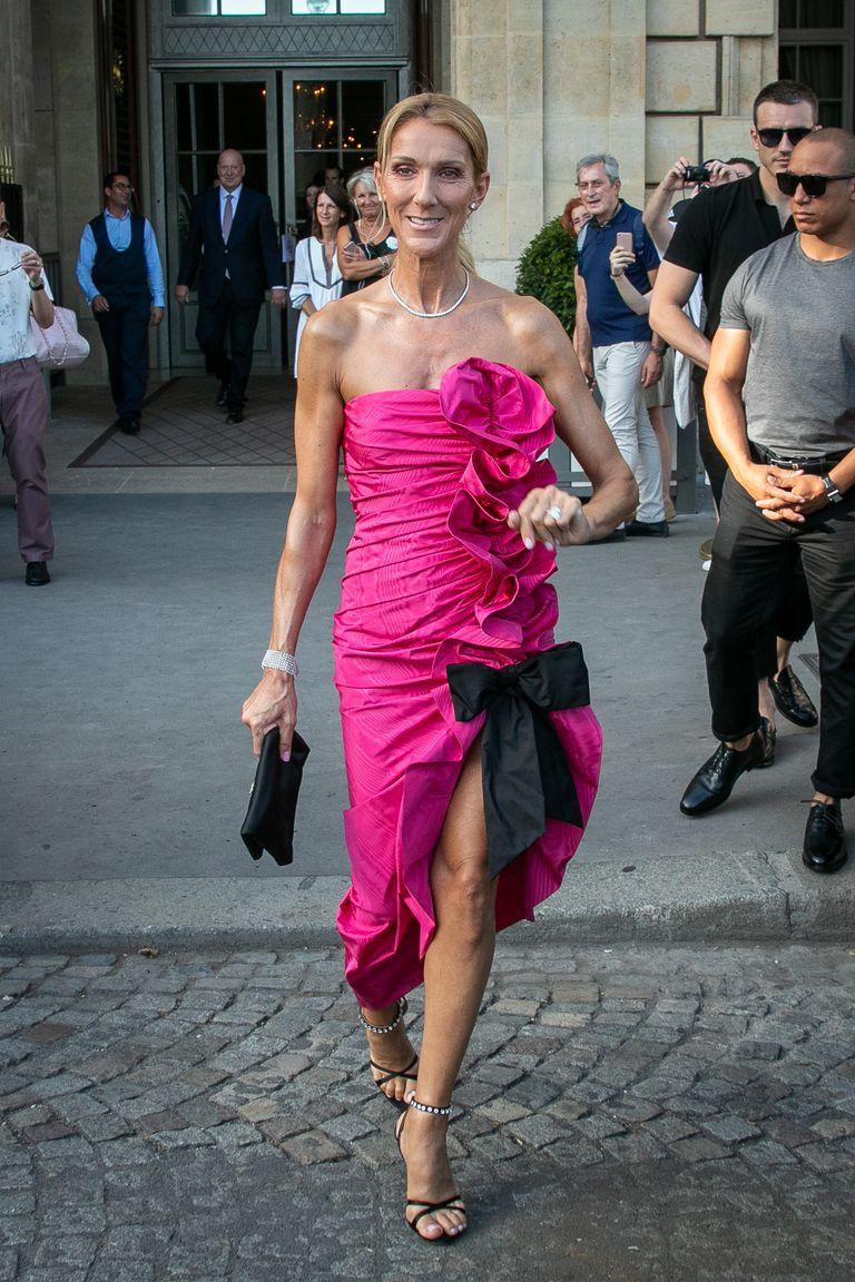 Celine Dion diện chiếc váy quây hồng dự tiệc Miu Miu Club