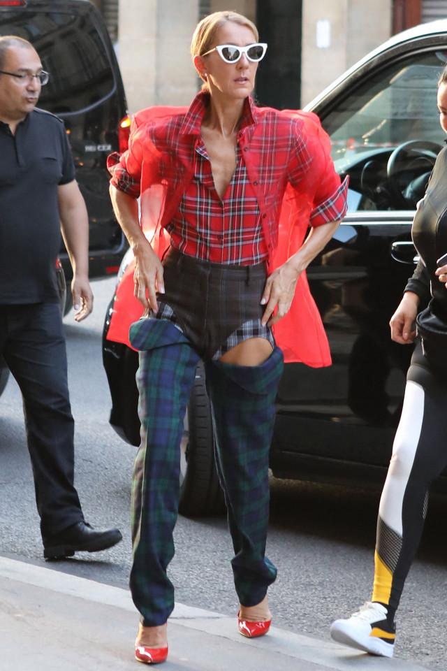 Céline Dion diện nguyên cây caro đến Paris Couture Fashion Week