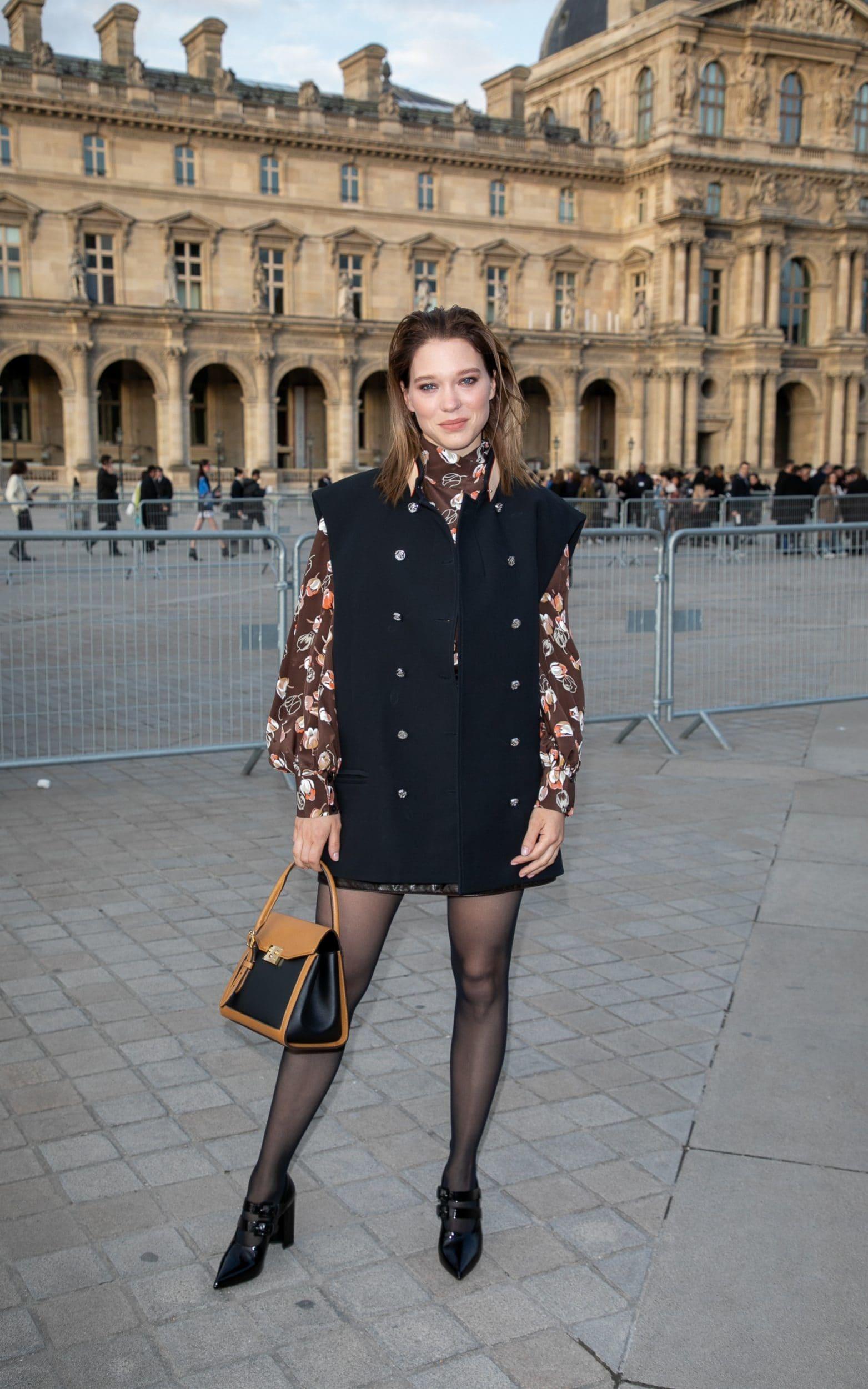 Lea Seydoux trang phục louis vuitton tuần lễ thời trang paris
