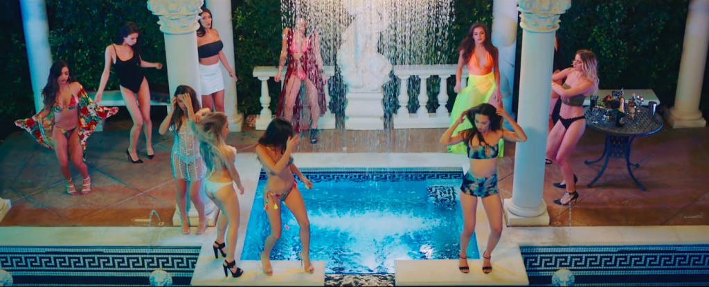 mv hãy trao cho anh thời trang du lịch biển thời trang tiệc bể bơi bikini gợi cảm