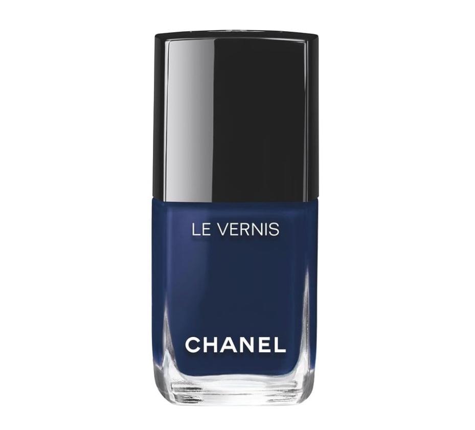 sơn móng tay màu xanh Chanel