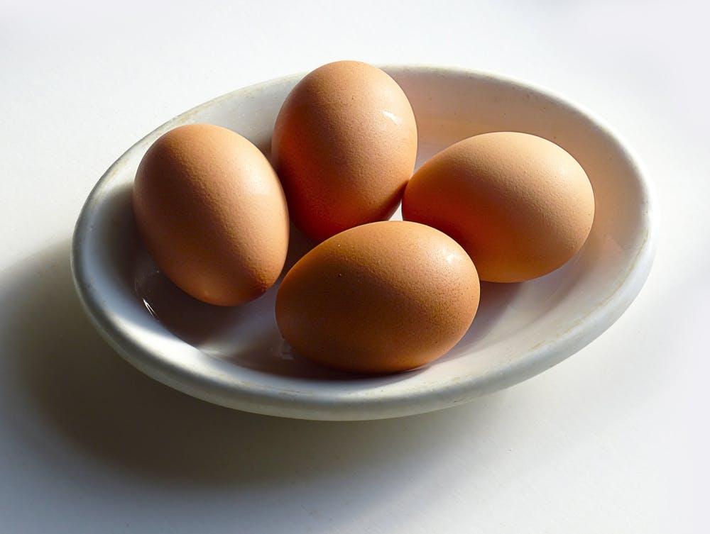 trứng mẹo trị mụn
