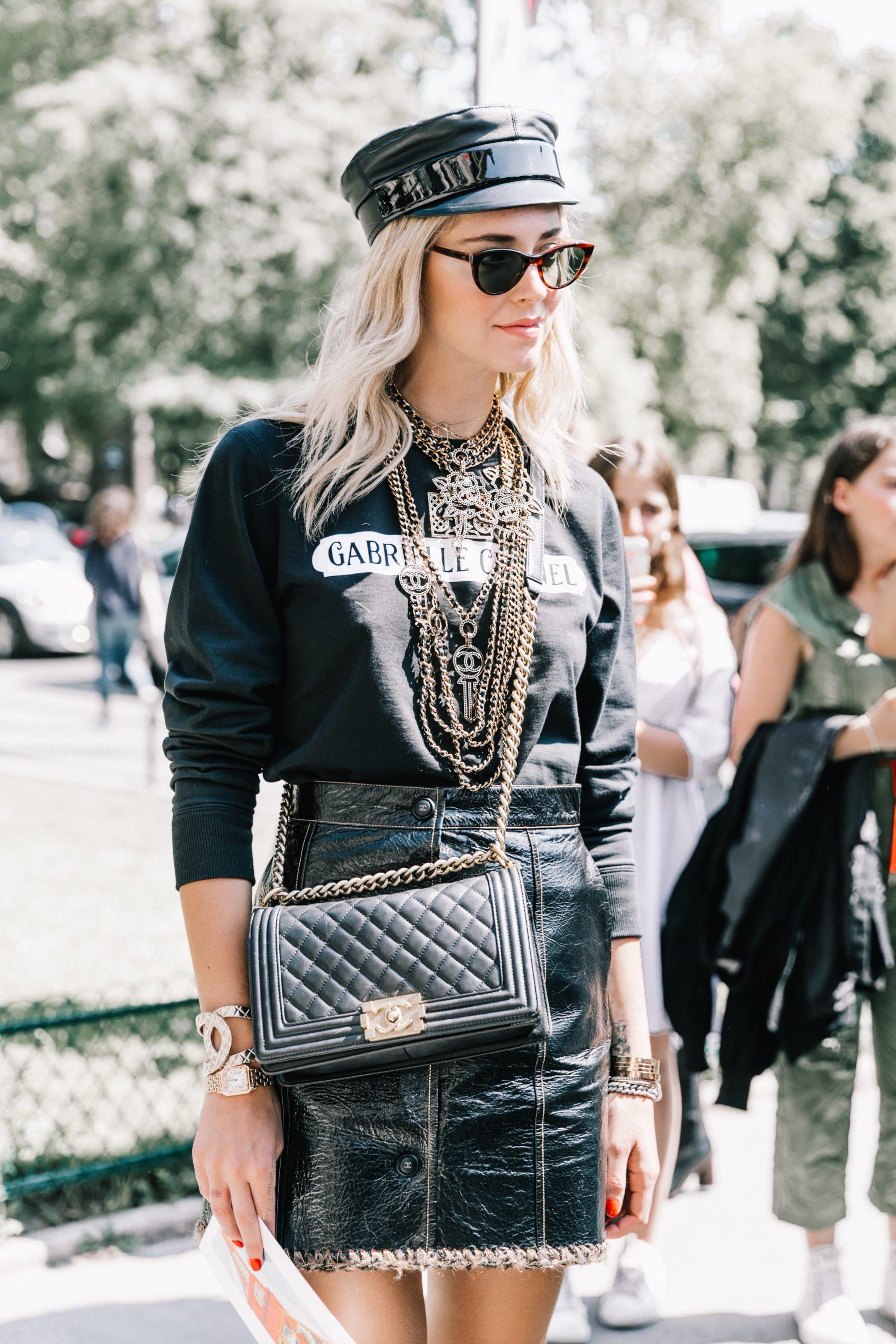 chiara ferragni túi xách chanel boy bag đen tuần lễ thời trang haute couture