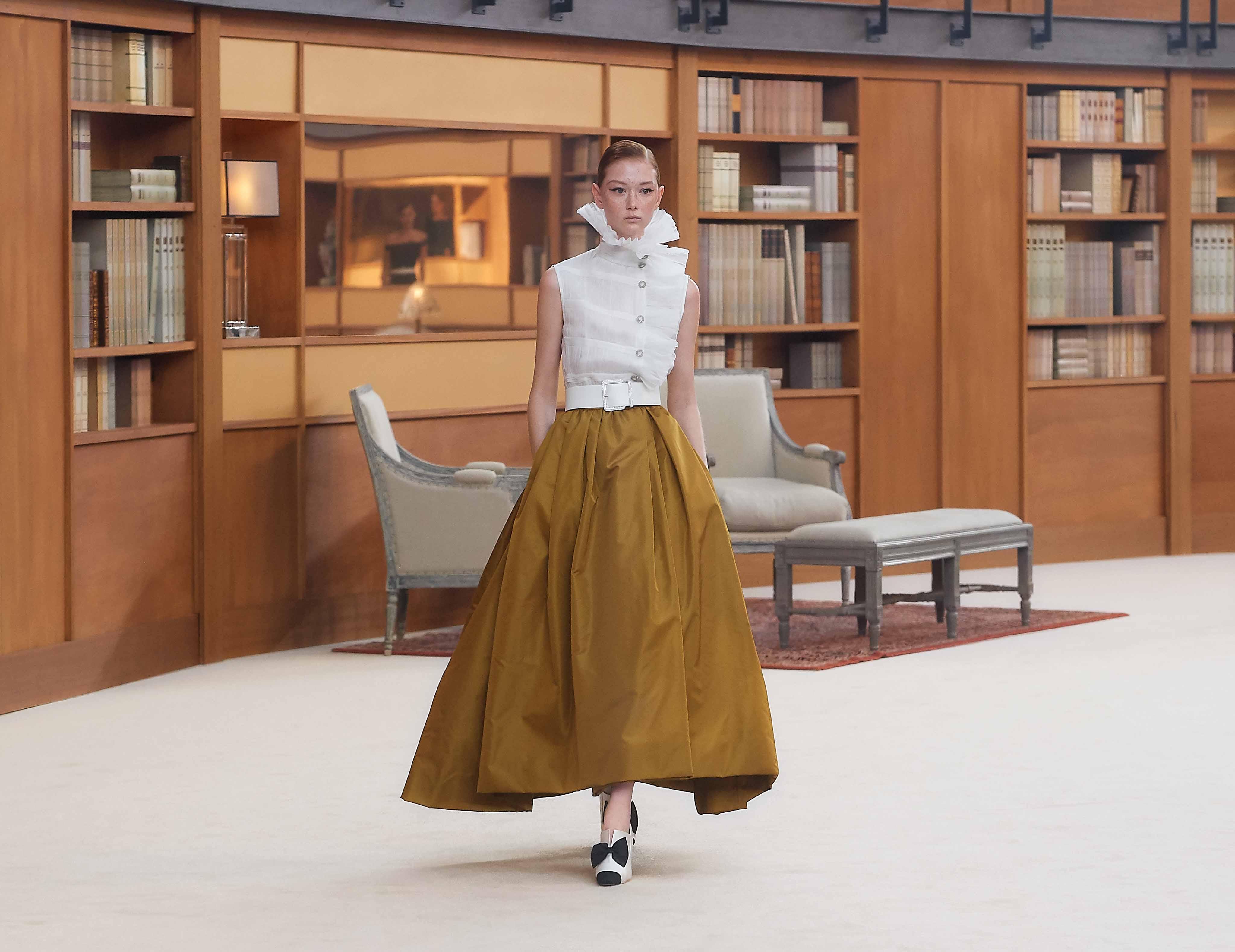 chi tiết cổ áo cầu kỳ chanel haute couture thu đông 2019