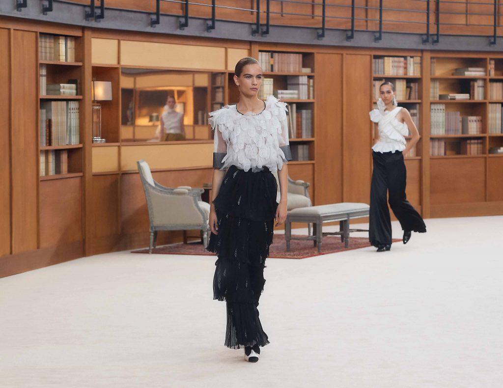 áo đính lông vũ chanel haute couture aw 2019
