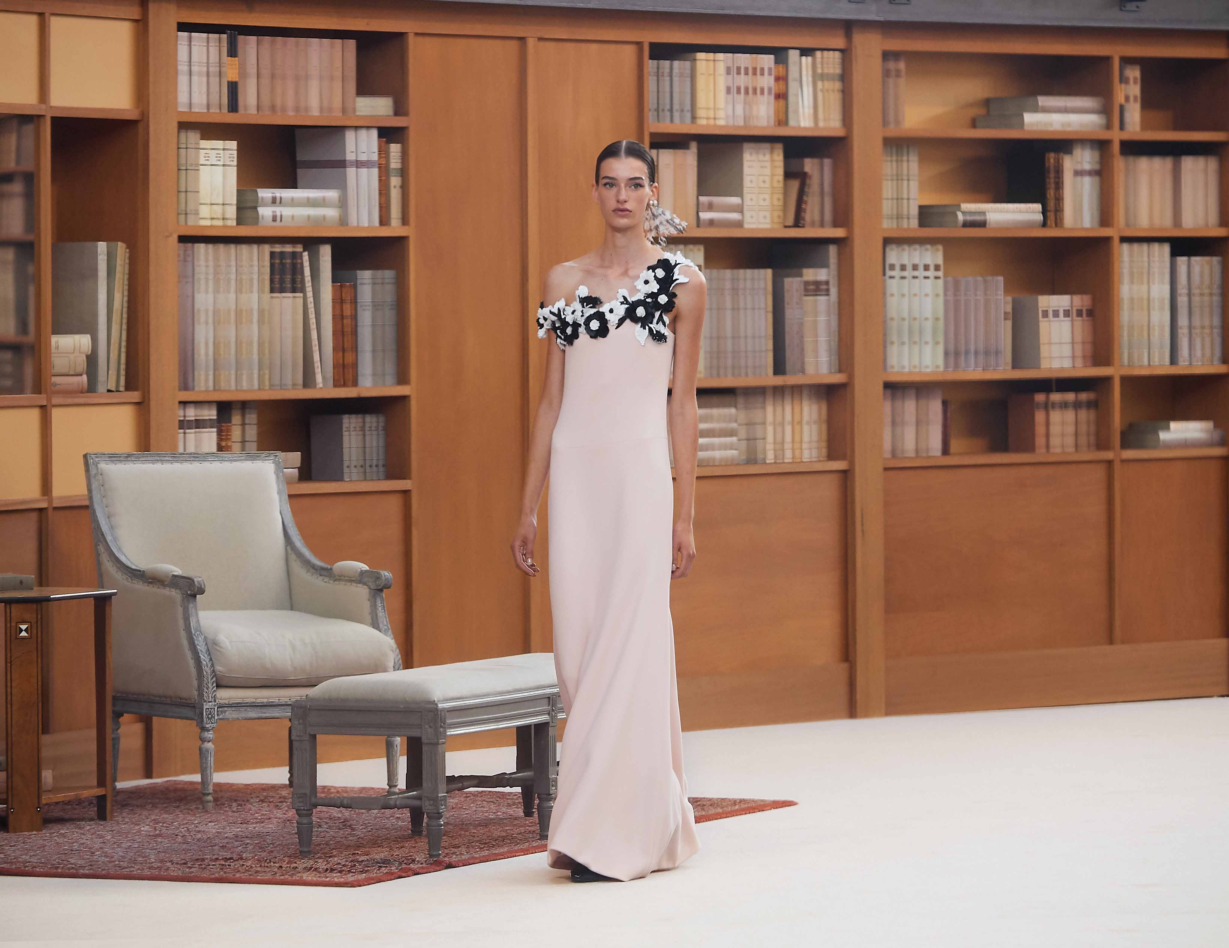 đầm dự tiệc màu kem chanel haute couture 2019