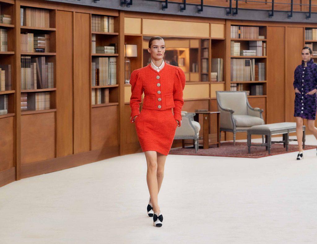 skirt suit màu cam chanel haute couture 2019